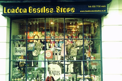 Vitrine du Beatles Shop-London-Frenchy a londres